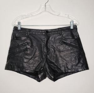 Guess Faux Leather Textured Black Shorts Size 6
